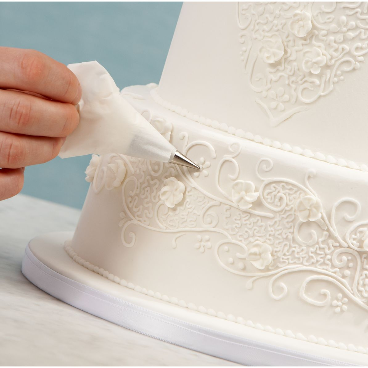 How To Decorate A Fondant Wedding Cake